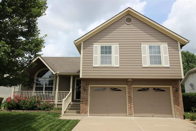 1021 SW Hillcrest Drive, Blue Springs, MO 64015
