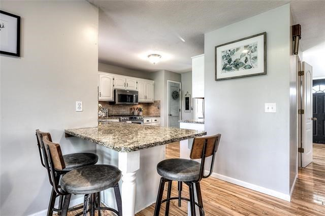 6498 NW Morrell Drive, Parkville, MO 64152