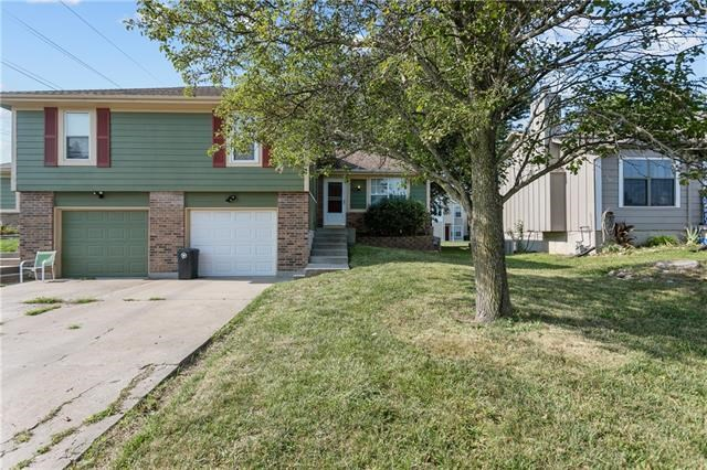 845 Pinewood Street, Gardner, KS 66030