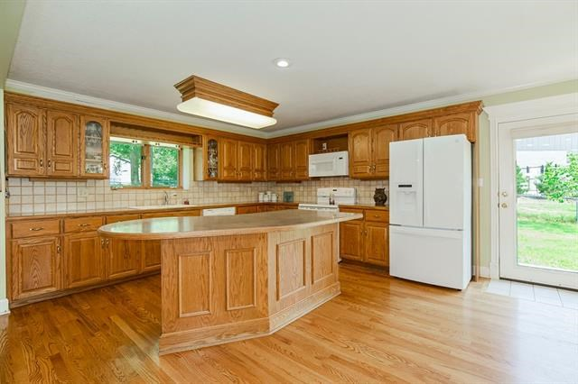10500 E 32nd Street, Independence, MO 64052