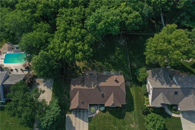 2200 NW Fawn Drive, Blue Springs, MO 64015