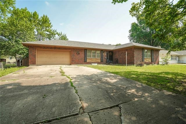 110 NW Redwing Drive, Lee's Summit, MO 64063
