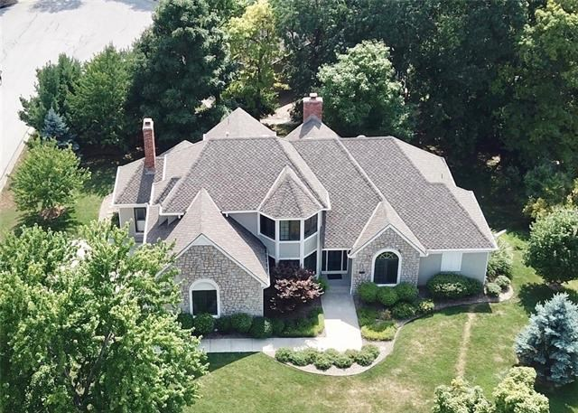 8501 NW Lakeview Drive, Parkville, MO 64152