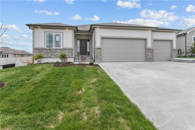 908 NW Lindenwood Drive, Grain Valley, MO 64029