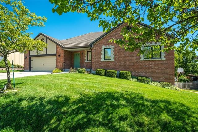 413 NW Tennyson Place, Lee's Summit, MO 64081