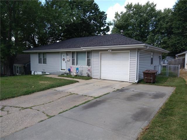 10526 E Lake Drive, Independence, MO 64053