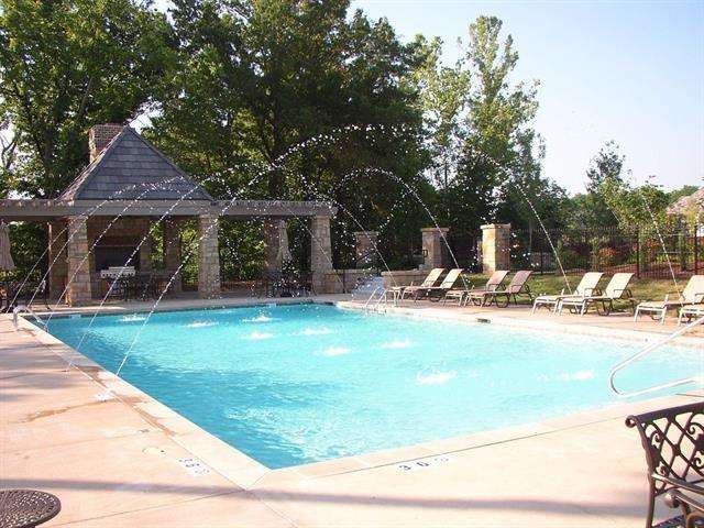 8715 NE Shoal Creek Valley Drive, Kansas City, MO 64157