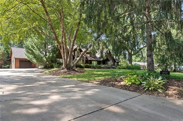 8510 Cherokee Place, Leawood, KS 66206