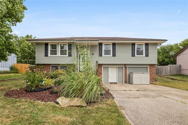 14707 Pine View Drive, Grandview, MO 64030