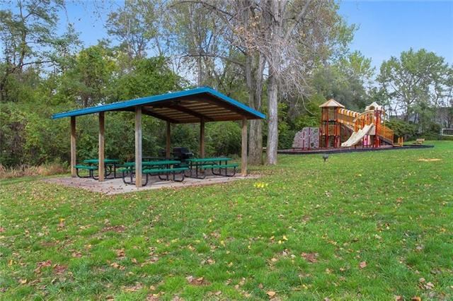9404 NW 78th Street, Weatherby Lake, MO 64152
