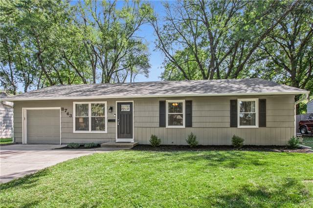 8743 Larsen Street , Overland Park, KS 66214