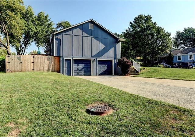 105 NW Almond Drive, Blue Springs, MO 64014