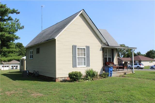 2711 Walnut Street, Higginsville, MO 64037