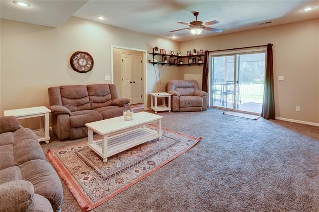 1702 NW HEDGEWOOD Drive, Grain Valley, MO 64029