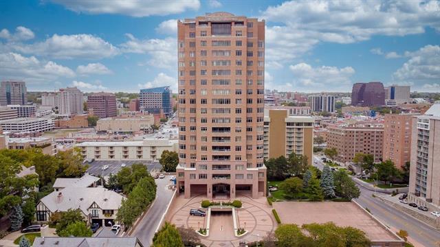 400 W 49th Terrace Unit 2132, Kansas City, MO 64112