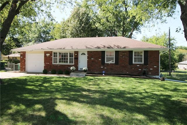 8 NW Alderson Place, Lee's Summit, MO 64063