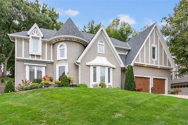 609 White Oak Lane , Gladstone, MO 64116
