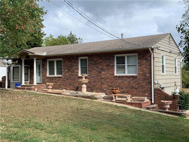 4033 NE Chaumiere Road, Kansas City, MO 64117