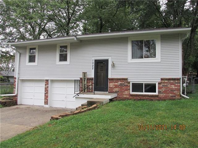 1022 Village Court, Buckner, MO 64016