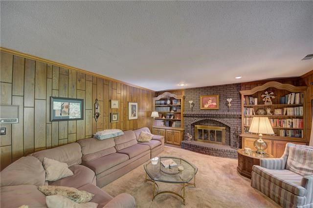 100 NW 59th Place, Gladstone, MO 64118