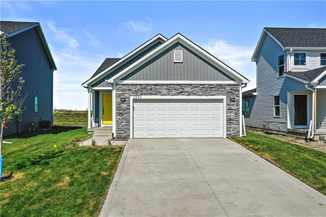 2105 SW Osage Drive, Lee's Summit, MO 64082