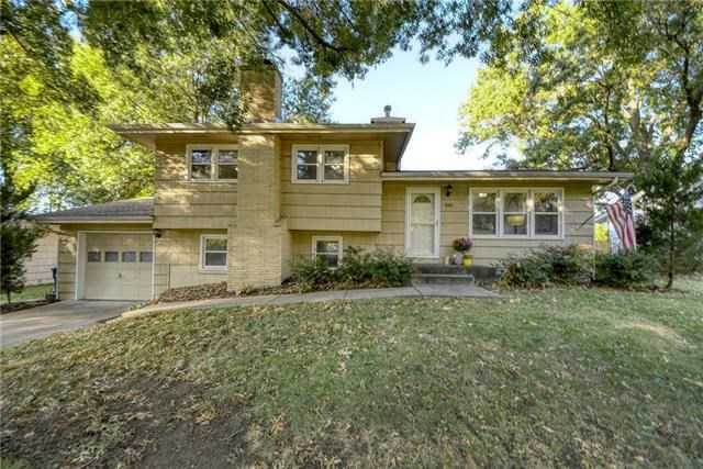 414 Monterey Avenue, Liberty, MO 64068