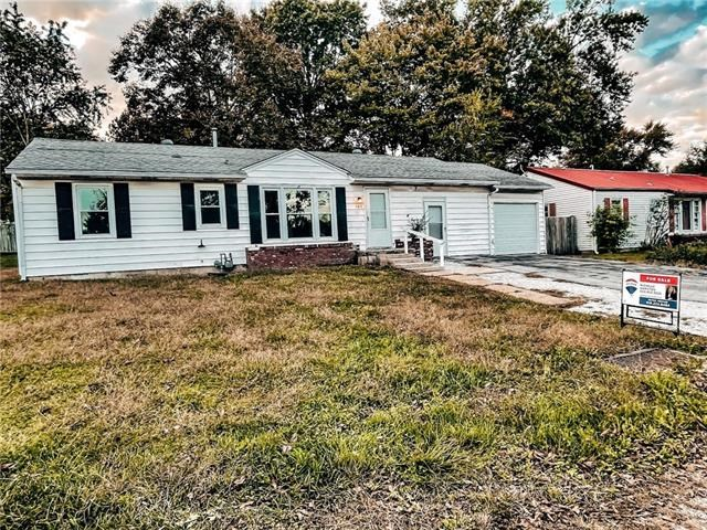 103 S County Line Road, Windsor, MO 65360