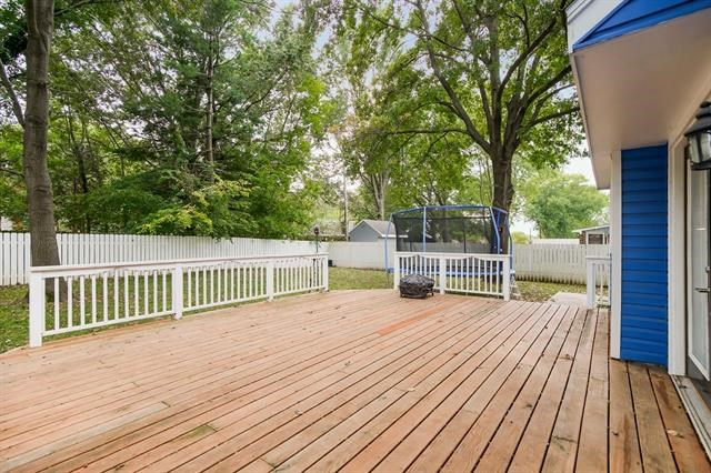 428 NW Manor Drive, Blue Springs, MO 64014