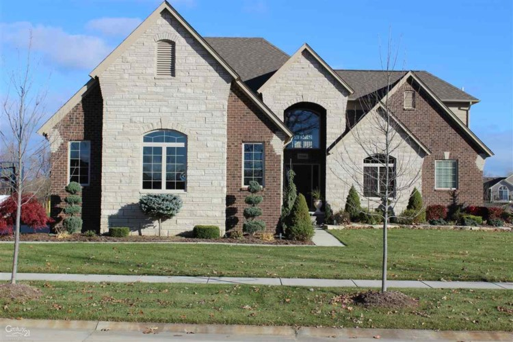 55608 Timbers Edge Dr, Shelby Twp, MI 48316
