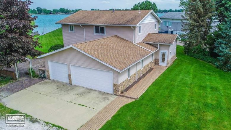 8493 River Rd, Marine City, MI 48039