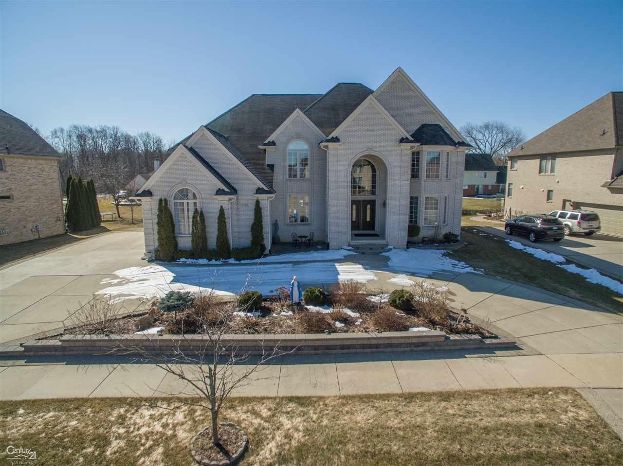 2178 Meadow Reed Dr, Sterling Heights, MI 48314