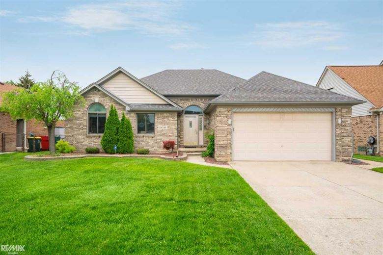 28735 Squire Dr, Chesterfield Twp, MI 48047