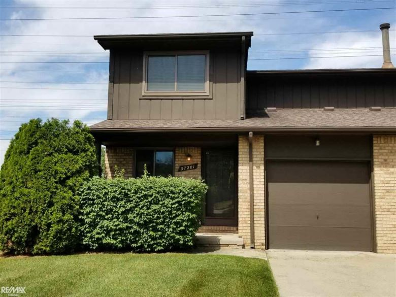 37201 Clubhouse Dr #144, Sterling Heights, MI 48312