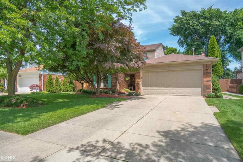 13113 Mair Dr, Sterling Heights, MI 48313