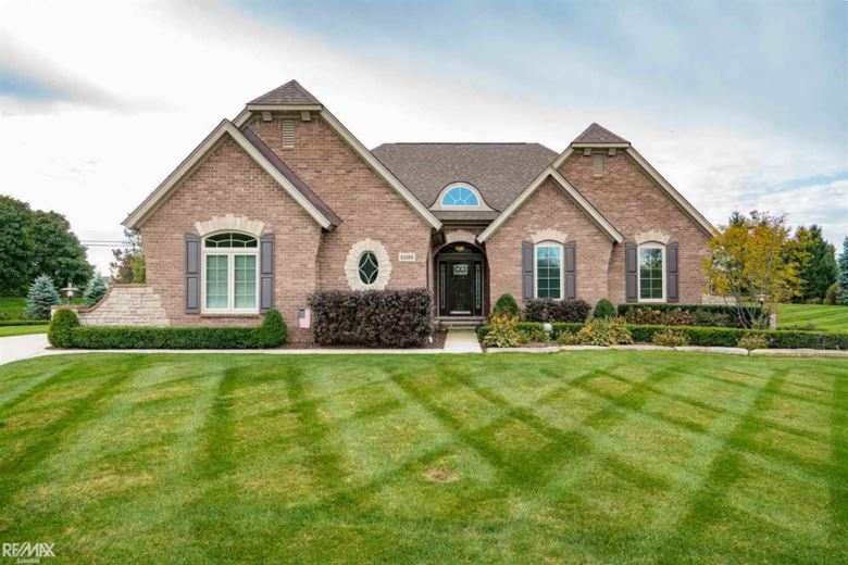 63069 S Plantation Ct, Washington, MI 48095
