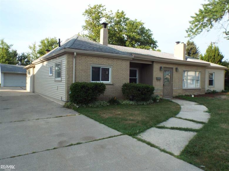 20820 Maple Road, Saint Clair Shores, MI 48081