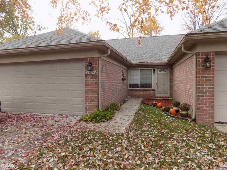 51111 Courtyard Dr, Chesterfield Twp, MI 48047