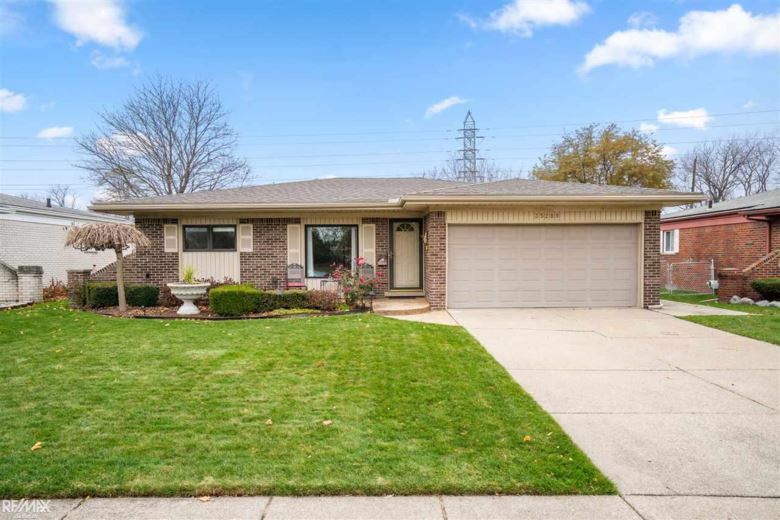 35209 Cathedral Dr, Sterling Heights, MI 48312