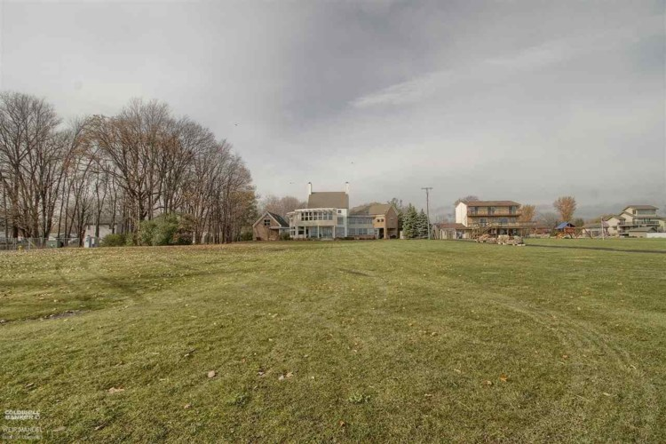 35666 Jefferson Ave, Harrison Twp, MI 48045