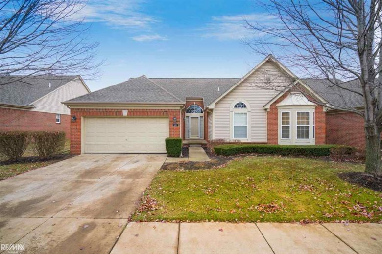 4367 Honeysuckle Dr, Sterling Heights, MI 48314