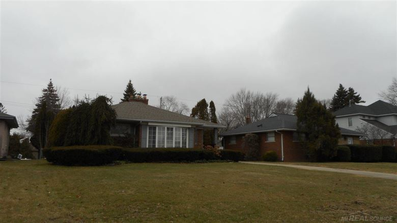 22480 Ardmore Park, Saint Clair Shores, MI 48081