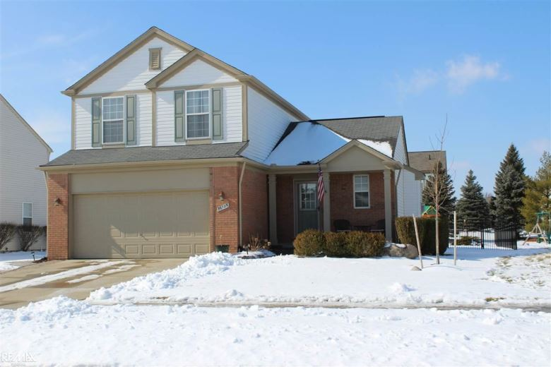 56723 Winding Creek Dr., Macomb Twp, MI 48042