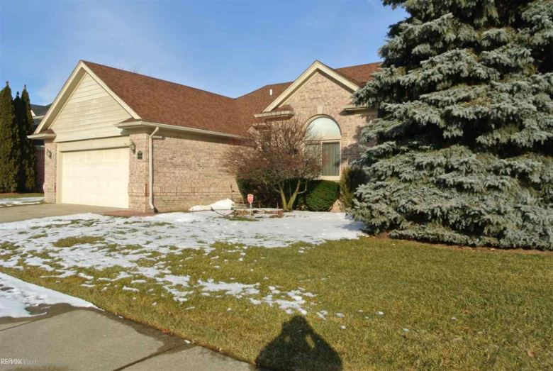 32444 Pine Ridge, Warren, MI 48093
