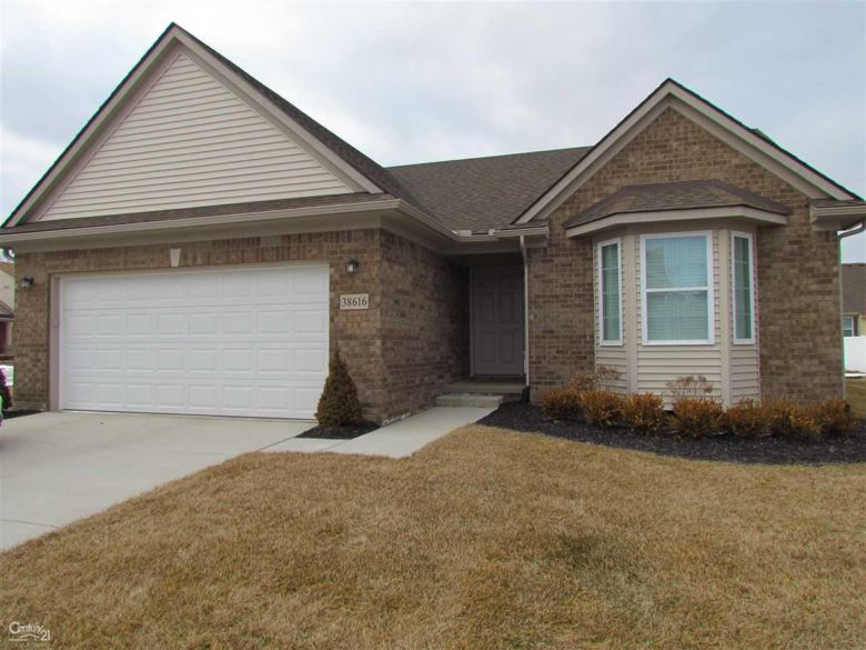 38616 Independence Dr, Livonia, MI 48150