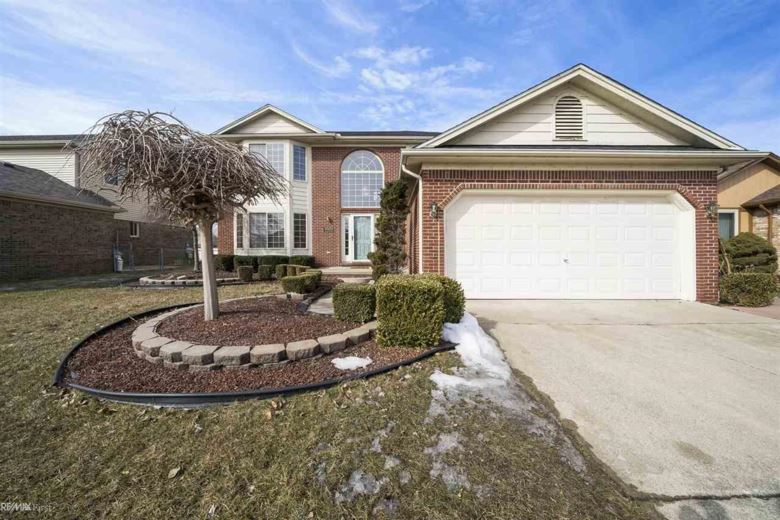 45933 Royal Dr., Chesterfield Twp, MI 48051