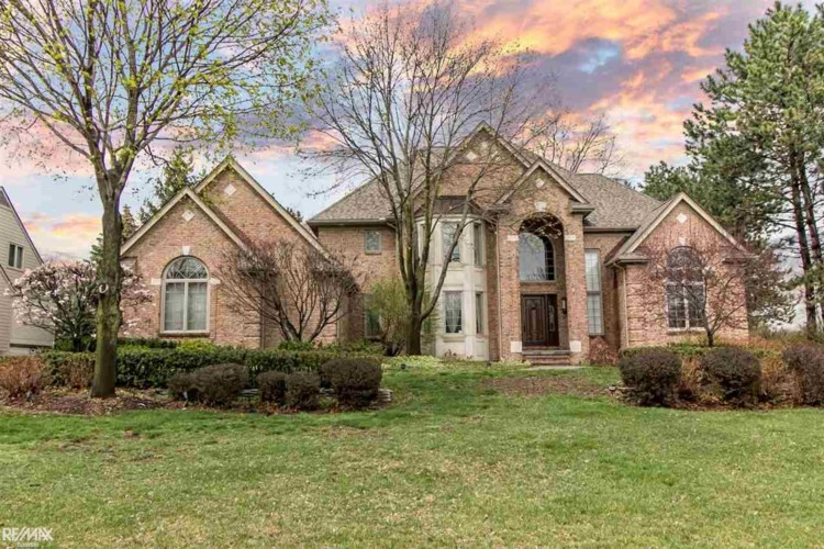5785 Crystal Creek Lane, Washington, MI 48094