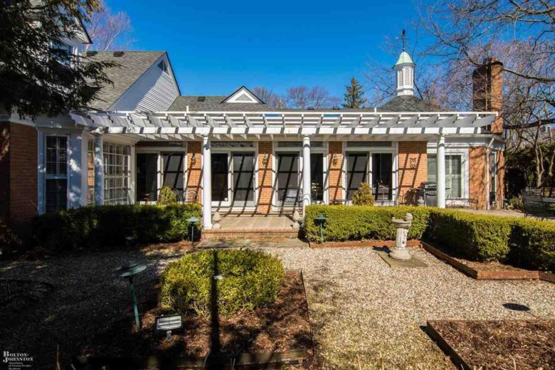 17500 E JEFFERSON, Grosse Pointe, MI 48230