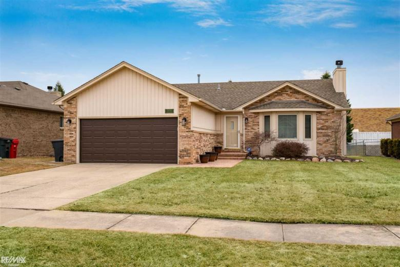 25276 Noble Dr, Chesterfield, MI 48051