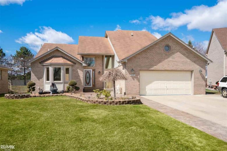 51391 Misty Brook Dr, Chesterfield, MI 48047