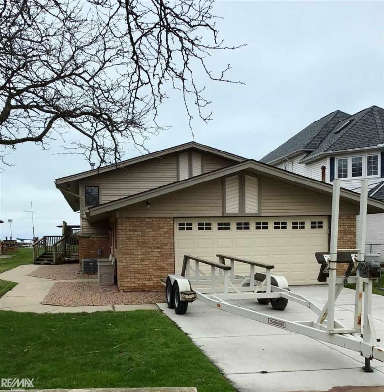 49380 Bay Ln, Chesterfield, MI 48047
